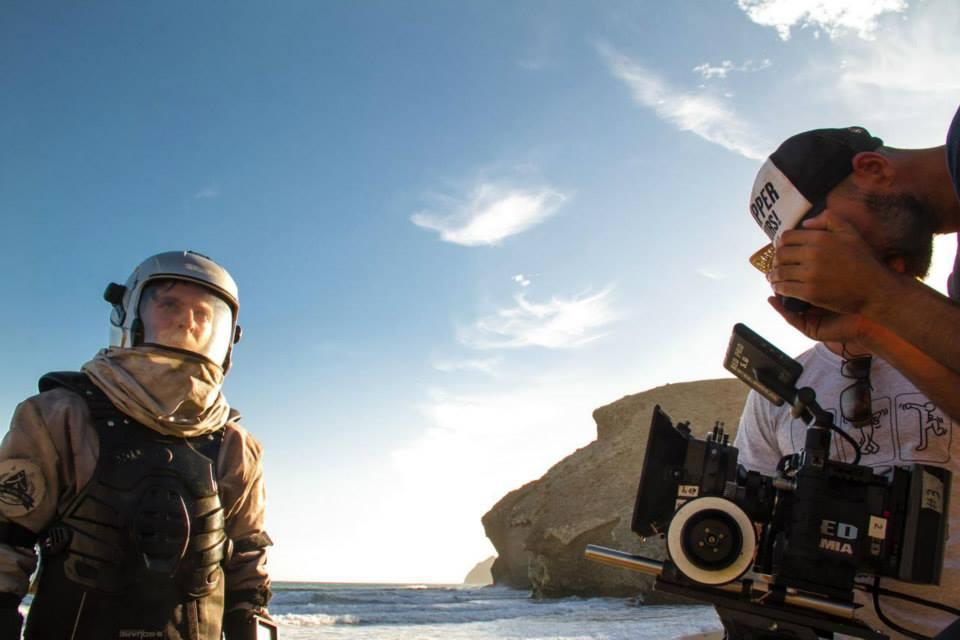 Momento del rodaje de Paraiso Beach dirigido por Biktor Kero con Hector Medina María Kaltembacher y Juan Fleta